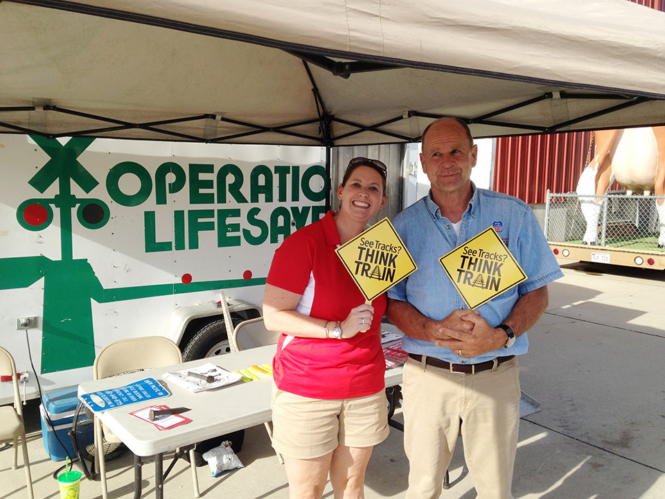 Shannon_Torrini_NL_Journalist_and_Pat_Leahy_NP_Trackman_With_Operation_Lifesaver_at_NE_State_Fair2_